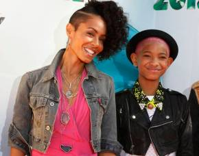 Actress Jada Pinkett-Smith and her daughter Willow arrive at Nickelodeon's 25th annual Kids' Choice Awards in Los Angeles